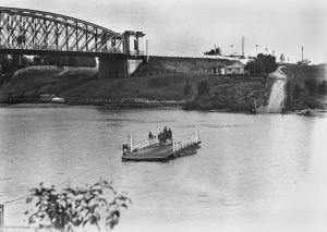 leech Indooroopilly_ferry_crossing_the_Brisbane_River,_1906